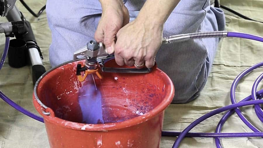 How to clear a clogged airless spray tip